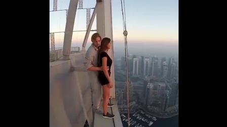 性感美女在高楼天台, 挑战极限运动, 太刺激
