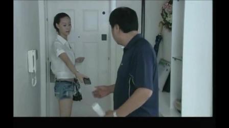 美女把富二代送她的手机, 给了父亲, 父母争手机