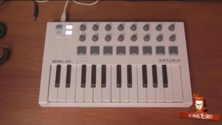 迷你电子键盘演奏出多样音乐