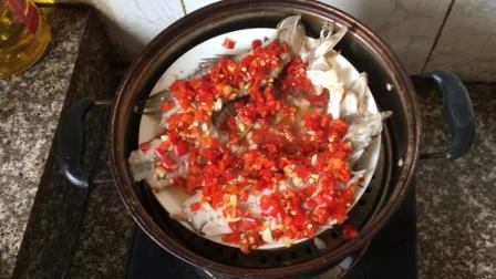 剁椒鱼头的做法视频教程 剁椒鲈鱼 鲈鱼怎么做好吃 中国吃播 舌尖上的美食