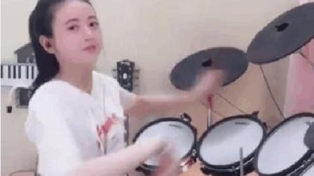 萌妹子这架子鼓敲得我春意昂扬啊。。