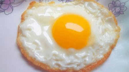 为什么饭店做的煎蛋又大又圆? 大厨教你用这招, 剪鸡蛋好看又滑嫩