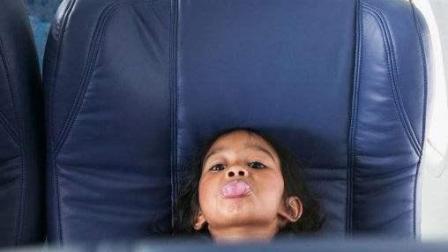 熊孩子飞机闹事全家被美国驱除出境: 孩子缺的教养, 总有一天会狠狠报复在你身上