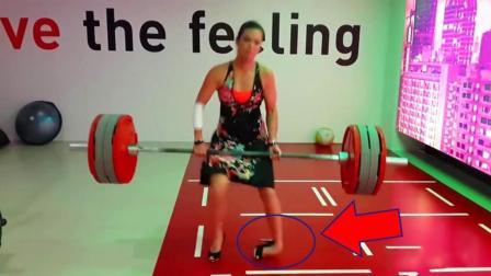 美女穿高跟鞋硬拉200斤, 结果和你像的一样惨, 腿断了!