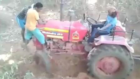 农民这样的山路开拖拉机运货没有10年的驾龄, 是开不过去的