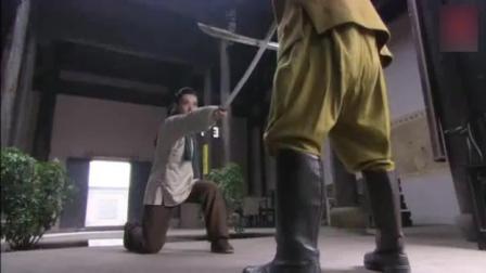日本少尉欺负姑娘, 没想到姑娘裤子里抽出一把剑, 杀死日本鬼子