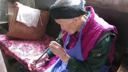 贵阳修文县103岁老太烟枪不离身, 吃素食为主