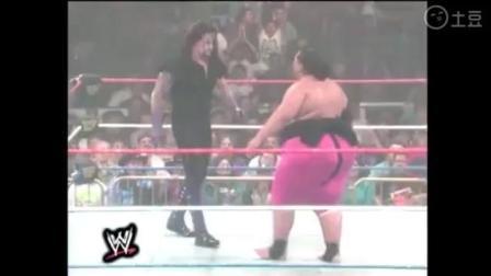 WWE送葬者秒杀500磅日本人相扑, 摔日本国旗那一刻帅呆
