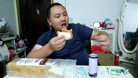 中国吃播大胃王DIY自制黑暗美食视频 白吐司酸豆角汉堡搭配补脑饮料六个核桃