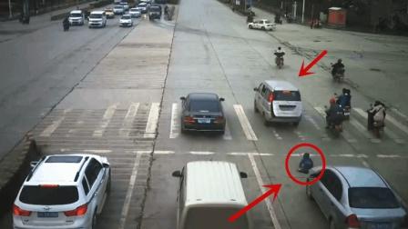 十字路口, 面包车起步3秒突然停车, 监控拍下揪心的一幕!