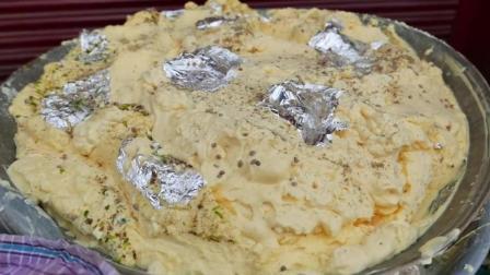 冰淇淋机都弱爆了, 看这一大盆自制奶油香草冰淇淋, 很有印度特色