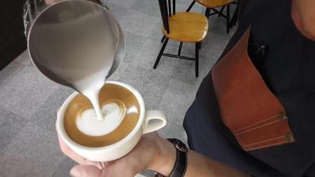 每位咖啡师学咖啡拉花的第一课, 教你如何拉出一个好看的桃心