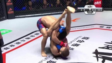 中国小将占尽优势 却一个失误惨被乌克兰拳手怪异降服
