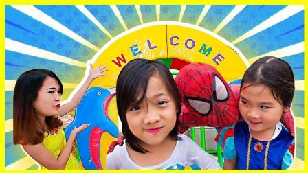 艾莎公主被邪恶小丑欺负的故事 神奇竹箫召唤超级英雄蜘蛛侠下凡 小伶玩具 卡通动画