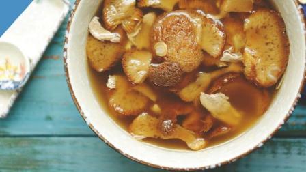 30秒教你做梅肉炖猴头菇