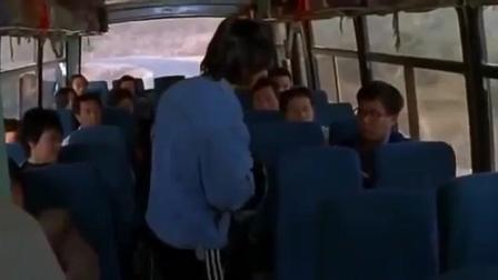 美女坐公交被猥琐男强暴, 竟无人帮忙, 真是令人