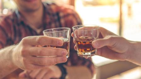 为什么人在喝完酒后小便的时间比较长? 看完解开心中多年疑惑