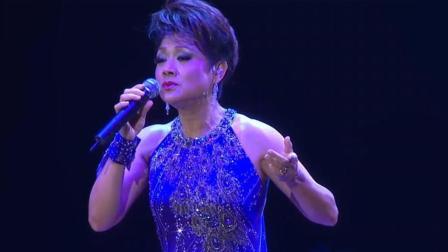 70岁的叶丽仪登台献唱《上海滩》气势还是那么霸气!