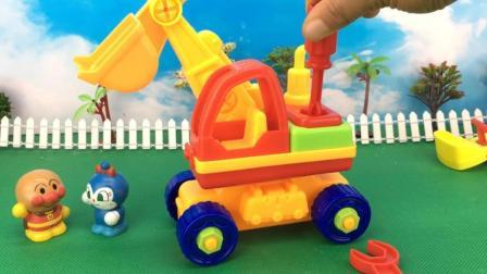 童趣游戏面包超人 第一季 面包超人拆卸组装工程车 挖掘机