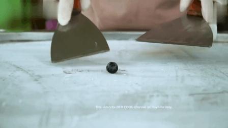 用一颗小小小小小小蓝莓做炒冰淇淋卷