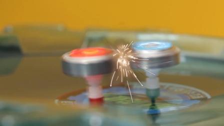 火星四溅的魔幻陀螺实战对决 真实还原动画片里的场景 23