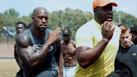 一同跟随NFL旗下橄榄球运动员Vernon Davis体验他的非赛季田径训练