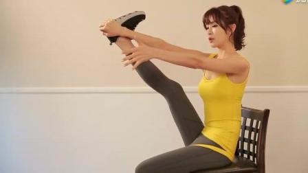 美女在凳子上做瑜伽 好身材