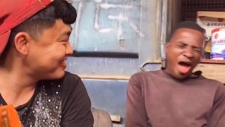 非洲人和中国人吃辣条比赛, 看看非洲人的都辣出表情包了