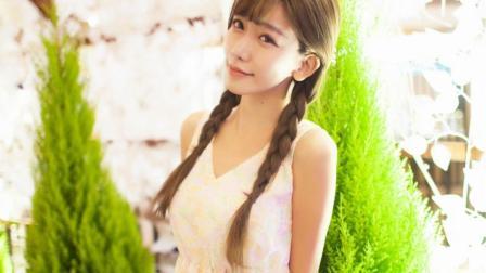 街拍气质美女陈潇穿一身轻薄连衣裙甜美迷人,