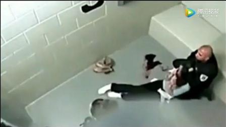女子监狱内, 监控记录下这人神共愤的一幕!