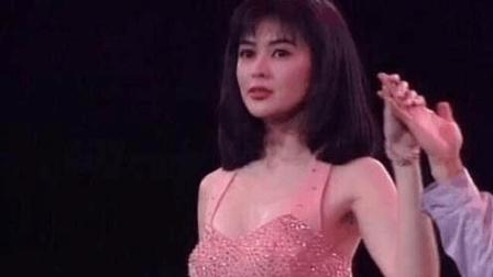 她在娱乐圈资历极深美貌性感, 因高尔夫球事件豪赚两千万