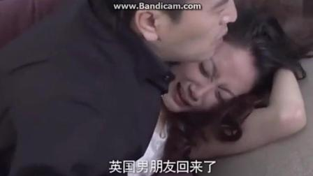 妻子出轨被老公发现, 愤怒不已压在沙发百般折磨, 场面激烈!