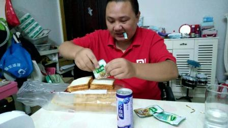 中国吃播大胃王面包夹海带切片面包的花样吃法视频