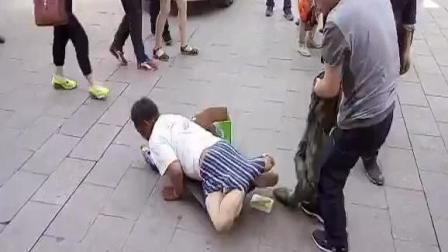 兼职公司招聘乞丐, 恶搞路人, 假扮乞丐去讨饭。