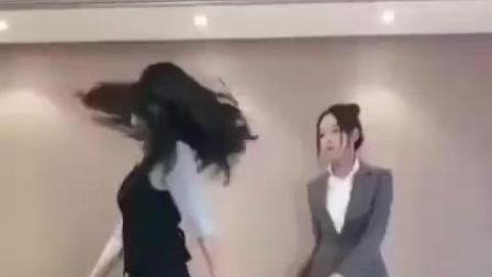 美女跳舞, 最后的一字马厉害了!