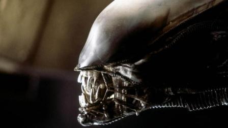 巨型外星飞船竟藏恐怖生物 6分钟看完1979年经典科幻恐怖片《异形》