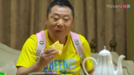 范伟连续吃了十二寸和九寸的披萨 撑的弯腰困难