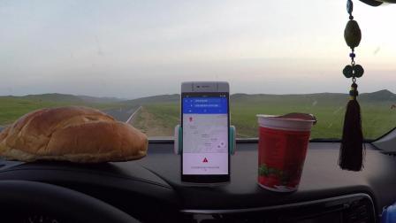 姑娘一人自驾俄罗斯, 在望不到头的公路上吃俄罗斯面包, 喝俄罗斯咖啡, 看俄罗斯日出