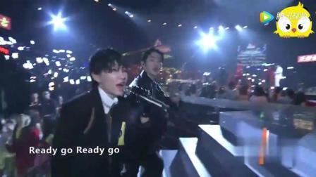 薛之谦面容憔悴出席综艺节目, 明显感觉唱歌都有些疲惫了!