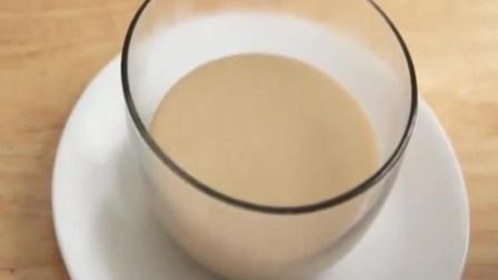 将花生酱与牛奶一起煮, 可以润肺化痰, 对缓解冠心病有明显作用