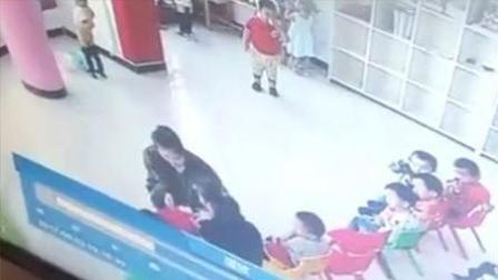 幼儿园老师用胶带捆绑孩子手 封嘴