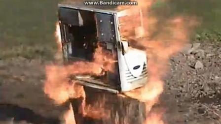 真败家, 嫌电脑太旧了直接一把火烧了!