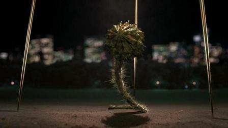 黑衣人2 从外星来的植物外星人摇身变成维多利亚泳装模特