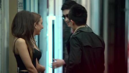 好尴尬, 赵丽颖去悉尼的红灯区搞研究, 被张翰当成了站街女