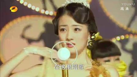 看到舞台上正在唱歌的女儿, 父亲破口大骂气晕了!