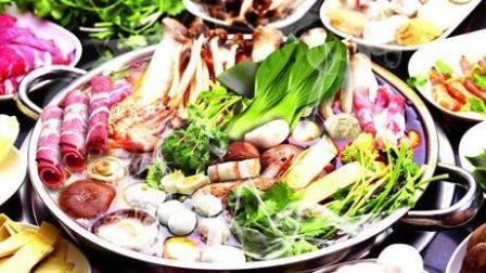 吃火锅时先放素菜还是荤菜? 大部分人顺序都错了, 难怪会得高血压
