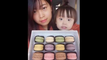 妈妈和女儿一起吃马卡龙, 可爱极了, 萌萌哒