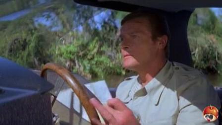 007系列电影: 邦德遇袭击, 高配置汽艇让他大显身手