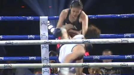 最强一脚KO 最美泰拳女王遭中国小将一脚正中胸口KO 隔屏幕都感觉疼
