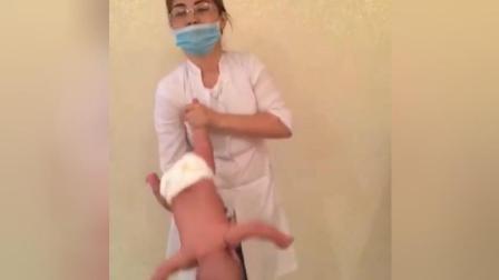 护士给小宝宝做操, 动作有点粗暴, 妈妈们怎么看
